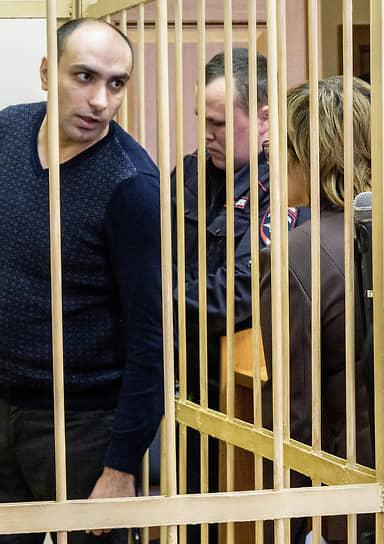 Бывший заместитель врио начальника ИК-1 ФСИН России по Ярославской области Игит Михайлов (слева)