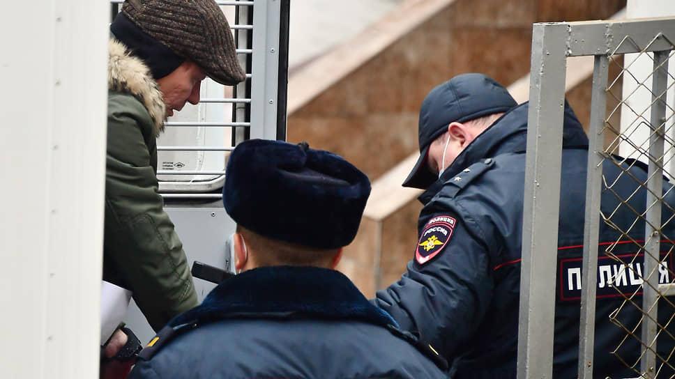 Заместитель председателя правительства Подмосковья Дмитрий Куракин перед началом заседания суда