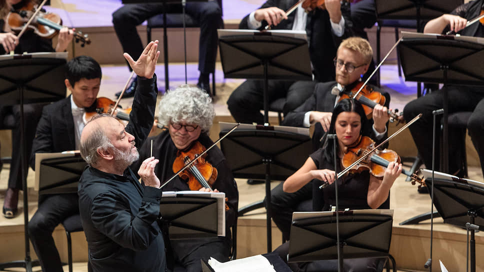 Дирижер Валерий Гергиев (слева)