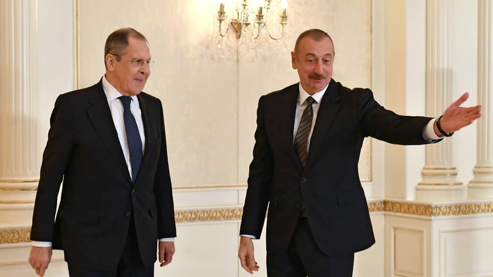 Президент Азербайджана Ильхам Алиев (справа) и министр иностранных дел РФ Сергей Лавров