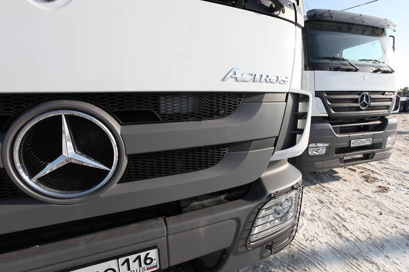 Помимо легковых автомобилей, Mercedes-Benz также производит фургоны, грузовики и автобусы. В России грузовики Mercedes собирают на заводе КамАЗ в Набережных Челнах