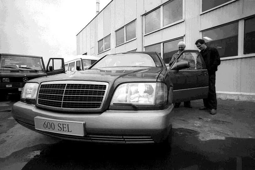 Легенда 1990-х годов — «шестисотый» Mercedes-Benz 600 SEL. Презентация модели W140 состоялась в марте 1991 года на Женевском автосалоне. Она получила много новшеств: помимо более аэродинамичного корпуса, автомобиль имел двойное остекление, автоматически закрывающиеся двери и багажник, систему контроля климата, которая продолжала работать после отключения двигателя, хвостовые антенны, поднимавшиеся при включении заднего хода и работавшие как парктроники