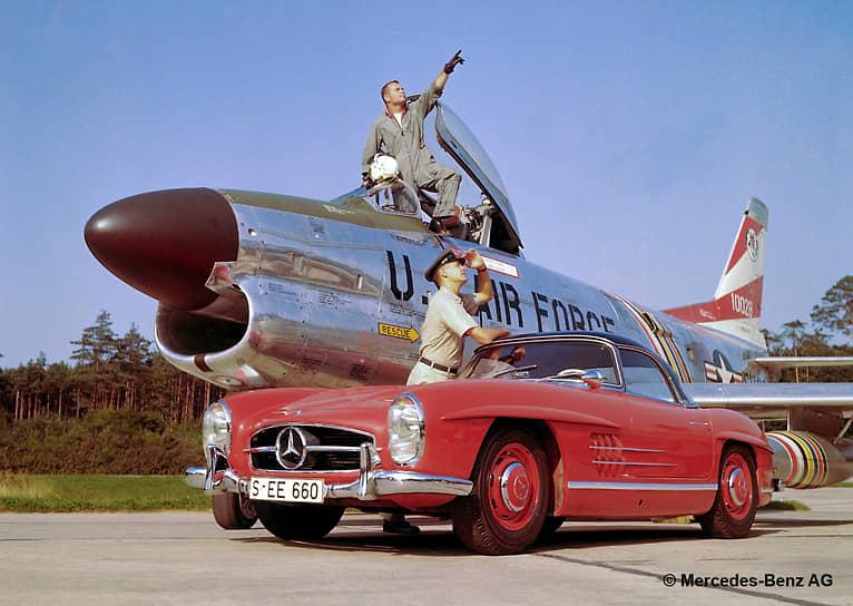 Mercedes-Benz W198 (он же 300SL) — первый спортивный автомобиль компании послевоенного периода. Идея его создания принадлежала американскому дилеру Максу Хоффману, заметившему интерес богатых жителей США к скоростным автомобилям. Изначально машина выпускалась только в двухместном кузове купе, а в 1957 году появилась открытая версия — родстер