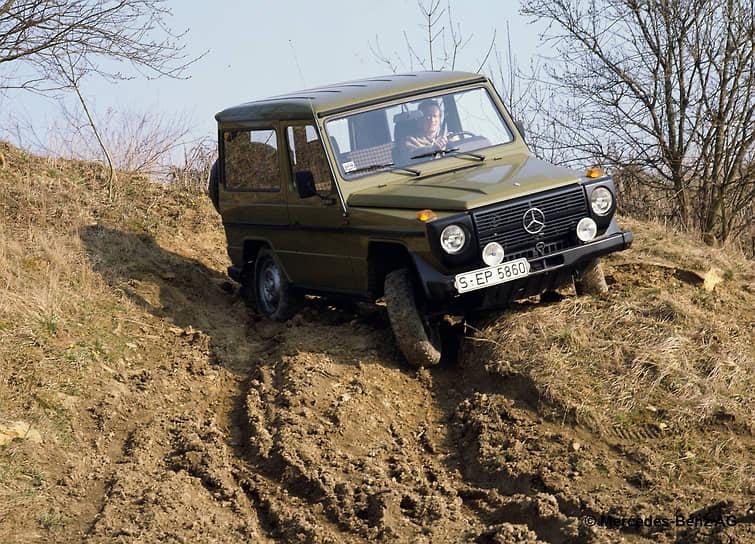 G-класс был разработан в качестве военного транспортного средства по предложению иранского шаха Мохаммеда Реза Пехлеви, являвшегося акционером компании Mercedes-Benz. Гражданская версия автомобиля была представлена в 1979 году. В отличие от других серий автомобили G-класса в целом сохраняют свой внешний вид независимо от модификаций уже несколько десятилетий