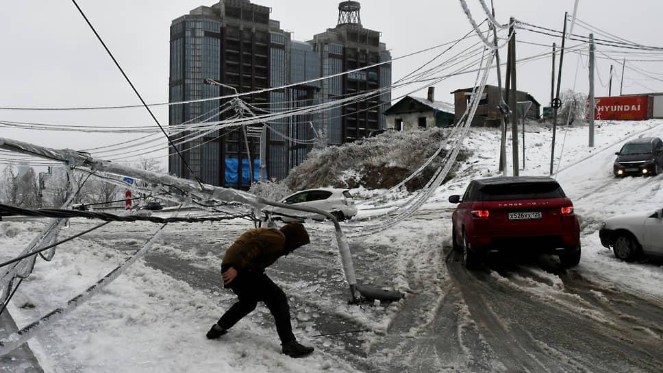 Как ледяной дождь оставил часть Приморья без света, тепла и воды
