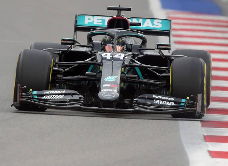 Команда Mercedes принимает участие в гонках «Формулы-1». Концерн Daimler-Benz с успехом дебютировал в серии в 1954 году. Однако после сезона 1955 года компания покинула серию, и несмотря на поставки моторов в 1990-х и 2000-х, не возвращалась в качестве заводской команды до ноября 2009 года. Mercedes — семикратный обладатель Кубка конструкторов (2014, 2015, 2016, 2017, 2018, 2019, и 2020)