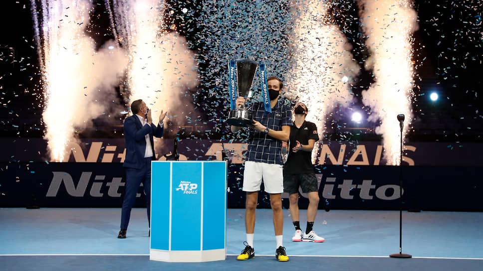 Российский теннисист Даниил Медведев победил австрийца Доминика Тима в финале итогового турнира Ассоциации теннисистов-профессионалов