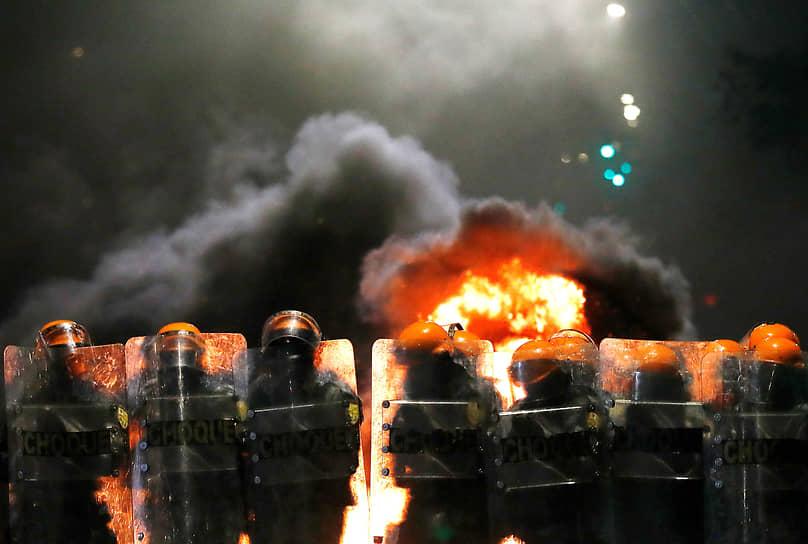 Порту-Алегри, Бразилия. Сотрудники правоохранительных органов во время акции протеста против расизма