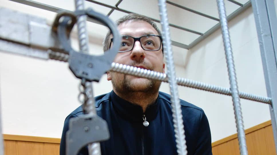Бывший первый зампред комитета конкурентной политики Крыма Ярослав Сливка признался во взятках и получил условный срок