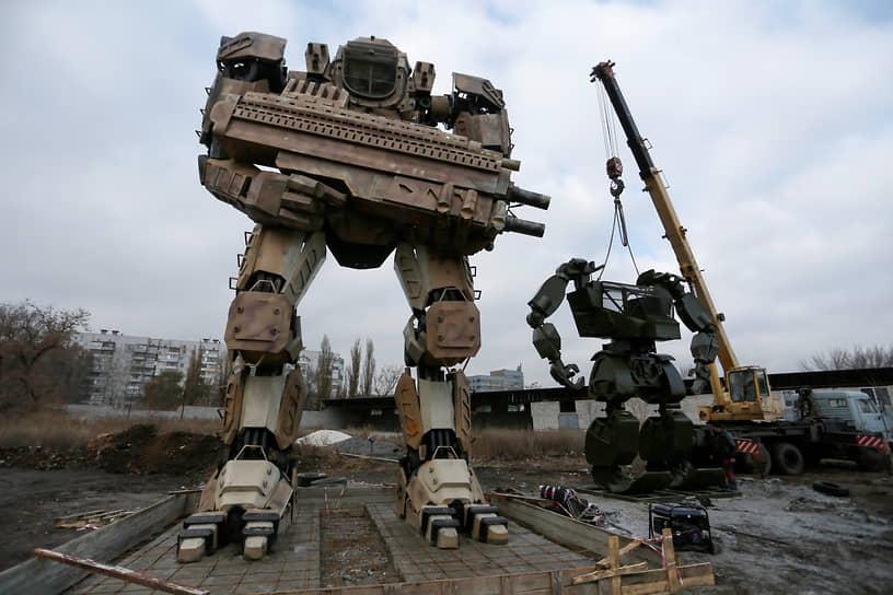 Донецк, ДНР. Роботы из металлических отходов