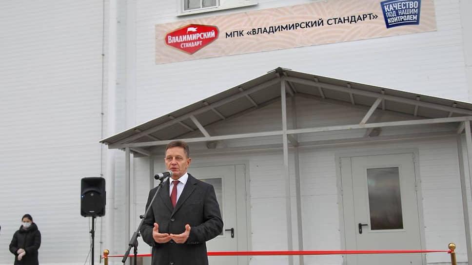 Накануне своего заболевания Владимир Сипягин открывал мясокомбинат. Маску он тогда не надевал