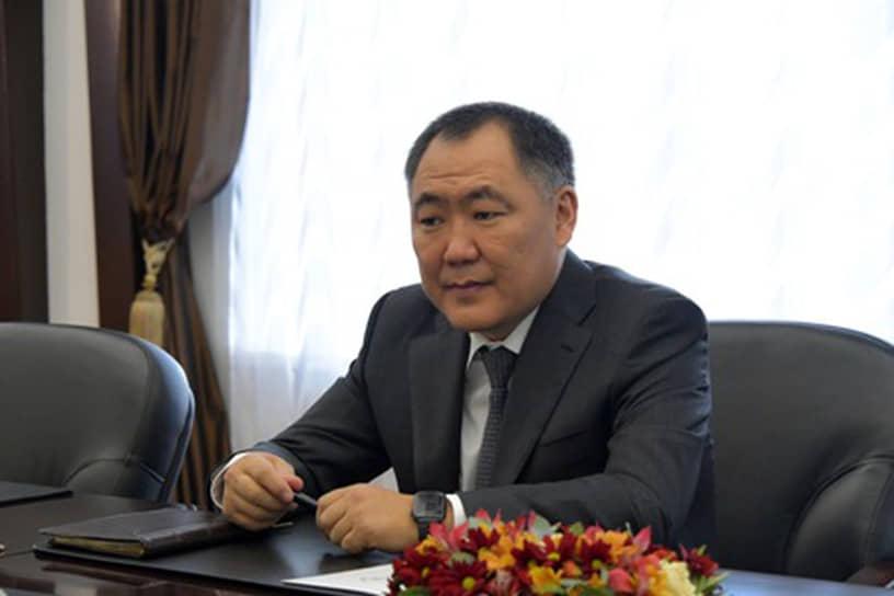 Глава Тыва Шолбан Кара-Оол, несмотря на два заболевания, предпочитает обходиться без средств индивидуальной защиты
