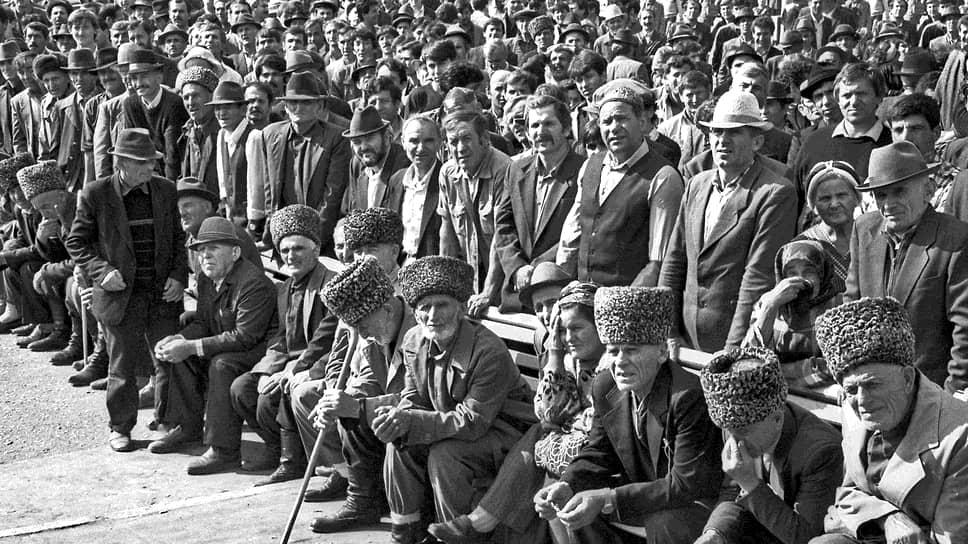 Сторонники чеченского конгресса на митинге