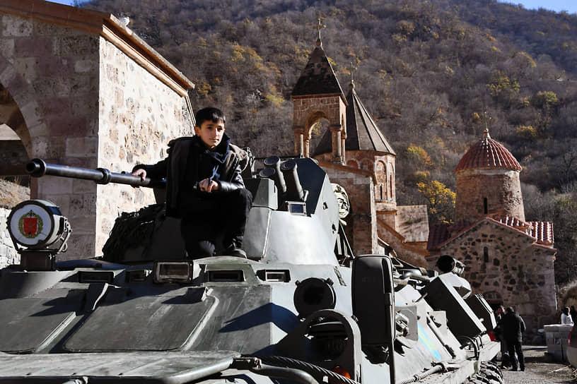 Нагорный Карабах. Наблюдательный пост российских миротворческих сил у монастырского комплекса Дадиванк