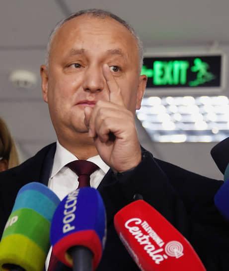 15 ноября. Кишинев, Молдавия. Президент Молдавии Игорь Додон во время пресс-подхода после голосования на избирательном участке