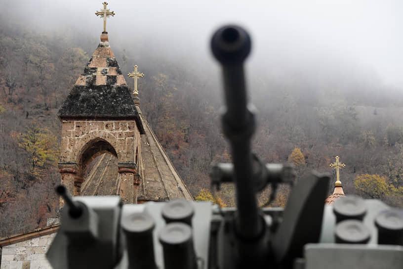 19 ноября. Нагорный Карабах. Наблюдательный пост российских миротворческих сил у монастырского комплекса Дадиванк
