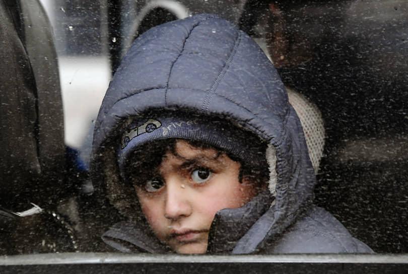 23 ноября. Степанакерт, Нагорный Карабах. Беженцы, вернувшиеся в город из Армении