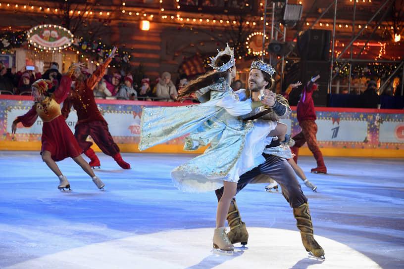 Во время церемонии открытия катка на льду показывали номера из двух шоу: «Руслан и Людмила» и «Спящая красавица. Легенда двух королевств»