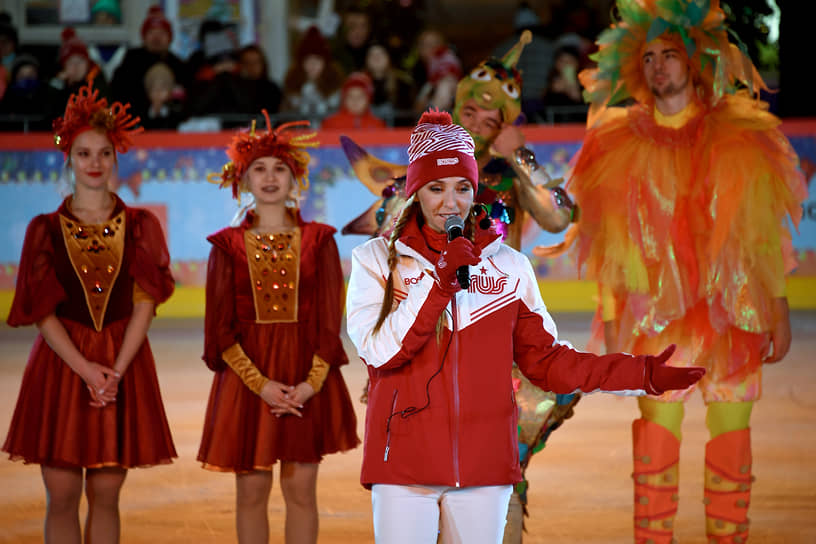Фигуристка Татьяна Навка во время церемонии открытия