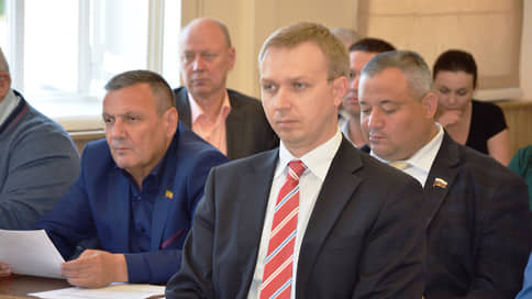 Чиновник не справился с недвижимостью  / Бывшему вице-мэру Евпатории инкриминируют мошенничество и взятки