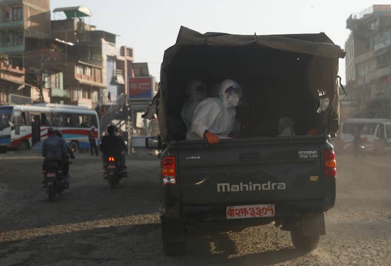 Катманду, Непал. Транспортировка погибших от коронавируса