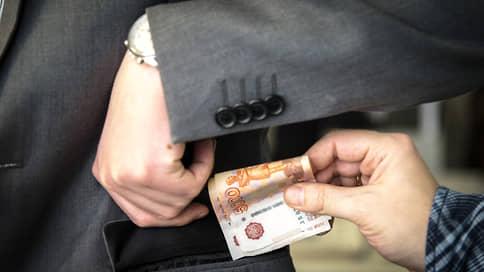 В надзорщике заподозрили контрабандиста  / Бывшему иркутскому транспортному прокурору инкриминируют мошенничество