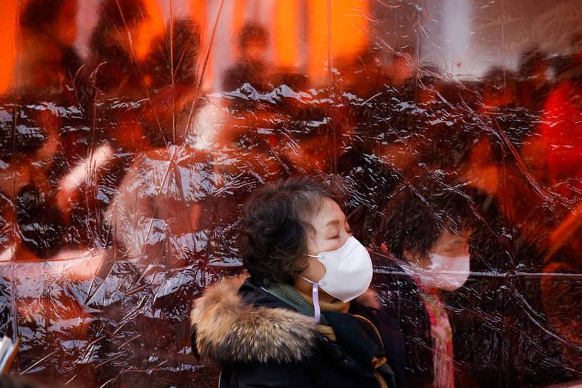 Сеул, Южная Корея. Буддисты молятся за своих детей, сдающих вступительные экзамены