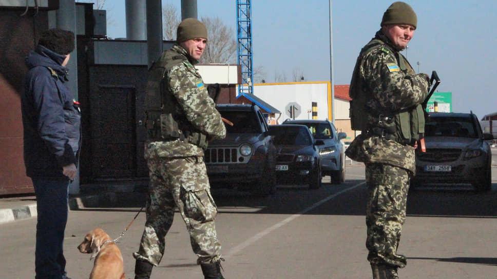 Пули над границей / ФСБ сообщила о попытке неизвестных вооруженных лиц попасть в Россию с Украины