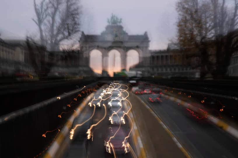 Брюссель, Бельгия. Утренний трафик в городе