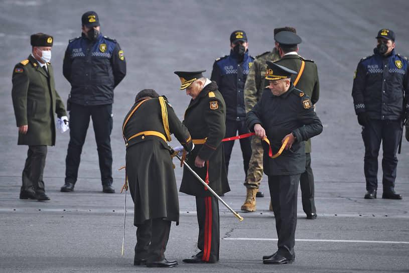 Парад продолжался около часа, в нем приняли участие около 3 тыс. военнослужащих