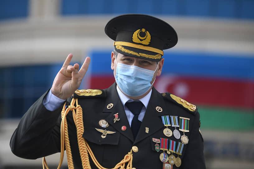 Офицер турецкой армии на параде в Баку