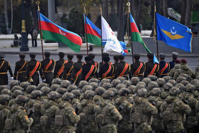 В параде приняли участие военнослужащие сил спецназа, ракетных и артиллерийских войск, морские пехотинцы, подразделения пограничных и внутренних войск, Службы госбезопасности