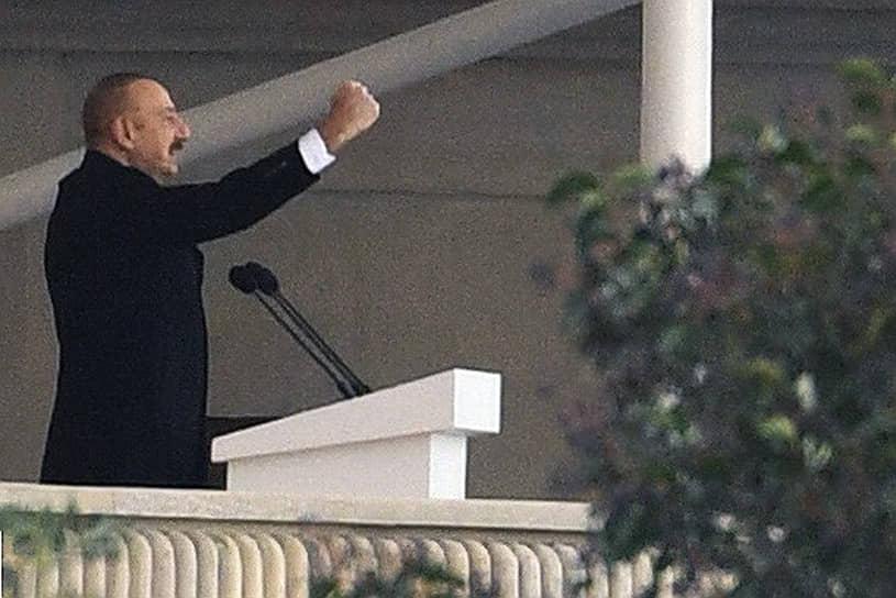 «В 44-дневной войне Азербайджан положил конец оккупации своих территорий, восстановил справедливость и международное право»,— сказал с трибуны президент Ильхам Алиев