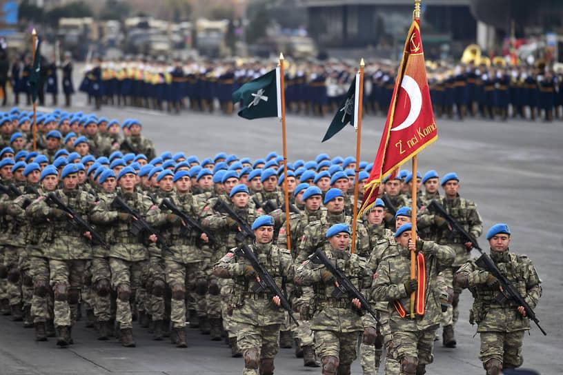 В параде приняли участие турецкие военнослужащие