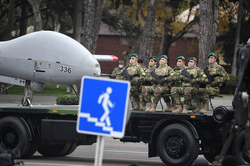 На параде были продемонстрированы беспилотники, произведенные в Азербайджане, Турции и Израиле