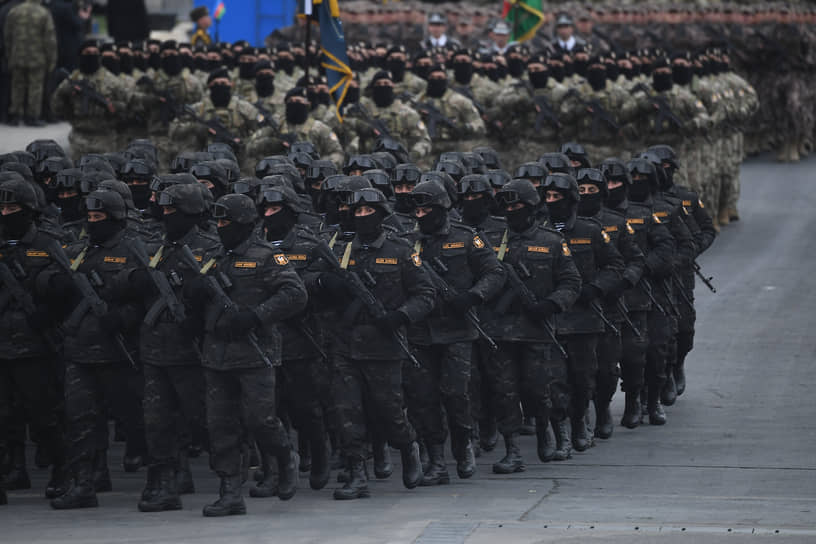 Участники парада в Баку
