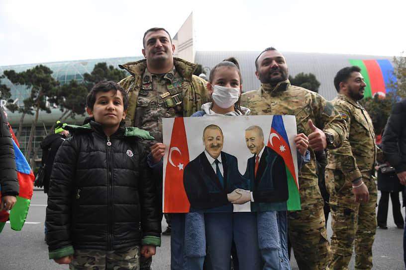 Зрители на параде в Баку