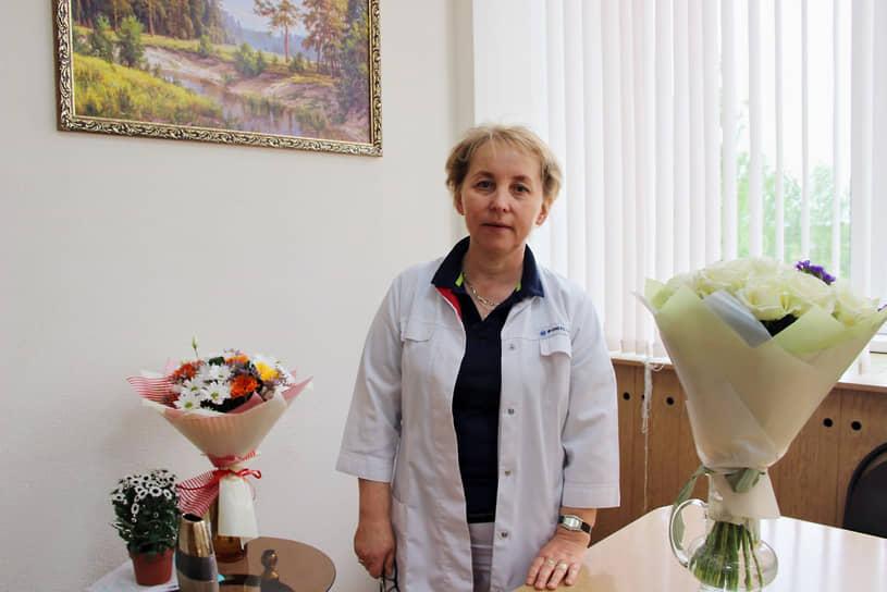 <b>Елена Наговицына, главврач Завьяловской районной больницы Удмуртии </b><br> «Заслуга, что мы попали на Доску почета, не только в работе стационара. Сегодня большое количество пациентов получают амбулаторную помощь на периферии. А это значит — правильно выстроенная система поликлинической службы, командная работа фельдшеров на фельдшерско-акушерских пунктах и врачей во врачебных амбулаториях»