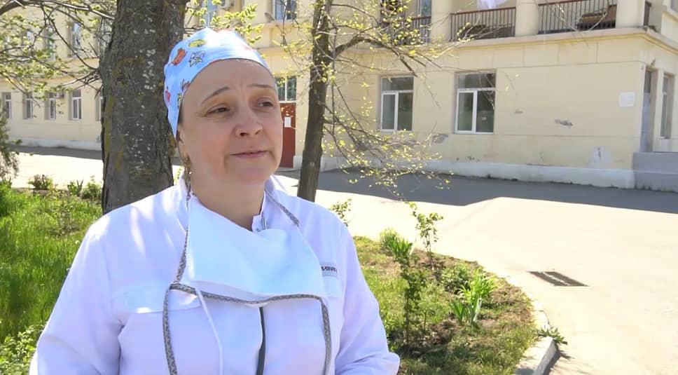 <b>Ирина Ромас, заведующая инфекционным отделением Каспийской ЦГБ в Дагестане</b><br> «В период пандемии ко всем прочим тревогам у меня был страх потерять пациентов, страх потерять кого-то из медперсонала отделения, все время старалась наблюдать за врачами, сестрами, нянечками — чтобы ничего не упустили, чтобы нигде не нарушили правила»