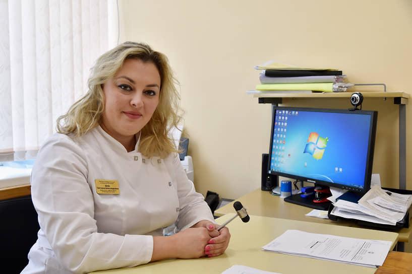 <b>Светлана Шейн, заместитель главного врача Симферопольской клинической больницы </b><br> «К профессии врача, я считаю, в последнее время стали относиться с меньшим уважением. Отношение потребительское, как к обслуживающему персоналу, который всем должен и обязан. Ситуация последних месяцев ничего не изменила»