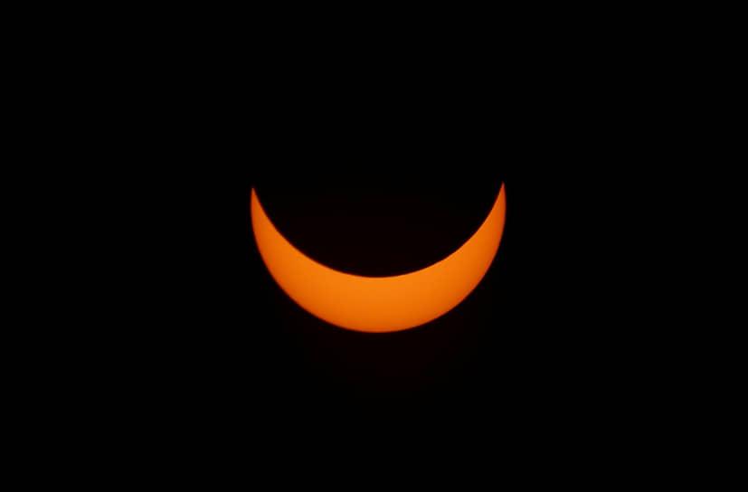 Следующие солнечные затмения можно будет наблюдать в Антарктиде (декабрь 2021), Индонезии и Австралии (апрель 2023), США и Канаде (апрель 2024), Южной Европе и Гренландии (август 2026), а также в большей части Северной Африки и Ближнего Востока (август 2027)