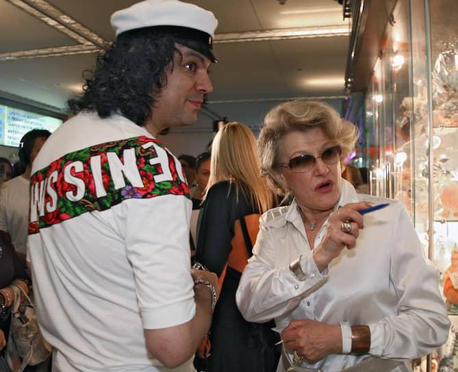 Светлана Дружинина является также президентом кинофестиваля исторических фильмов «Вече», который проходит с 2003 года в Великом Новгороде <br> На фото: с певцом Филиппом Киркоровым