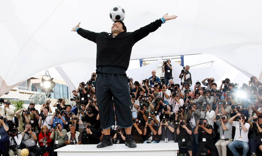 25 ноября скончался футболист Диего Марадона <br>Заметность: 3 237