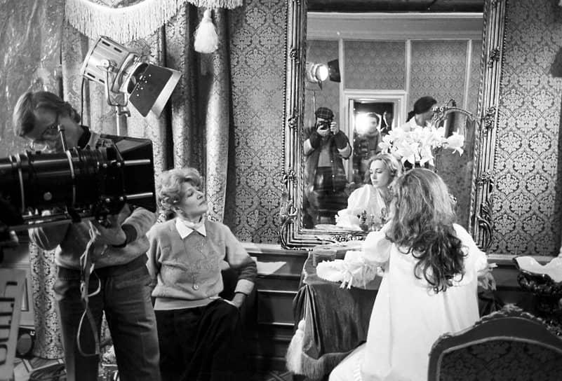 Самые знаменитые режиссерские работы Светланы Дружининой — трилогия о гардемаринах. Во всех трех фильмах режиссер также выступила в качестве сценариста. Первая часть, «Гардемарины, вперед!», была закончена в 1987 году. Далее последовали продолжения — «Виват, гардемарины!» (1991) и «Гардемарины – III» (1992)<br> На фото: съемки фильма «Гардемарины, вперед!»