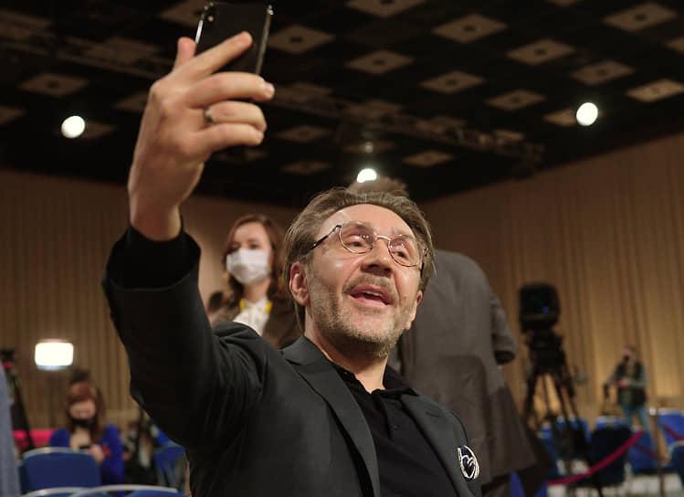 Музыкант, генеральный продюсер канала RTVI Сергей Шнуров перед началом пресс-конференции