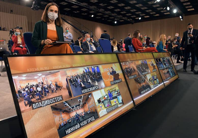Мониторы в Центре международной торговли