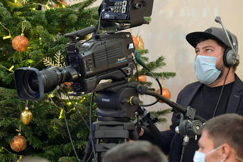 Оператор в резиденции Ново-Огарево во время пресс-конференции