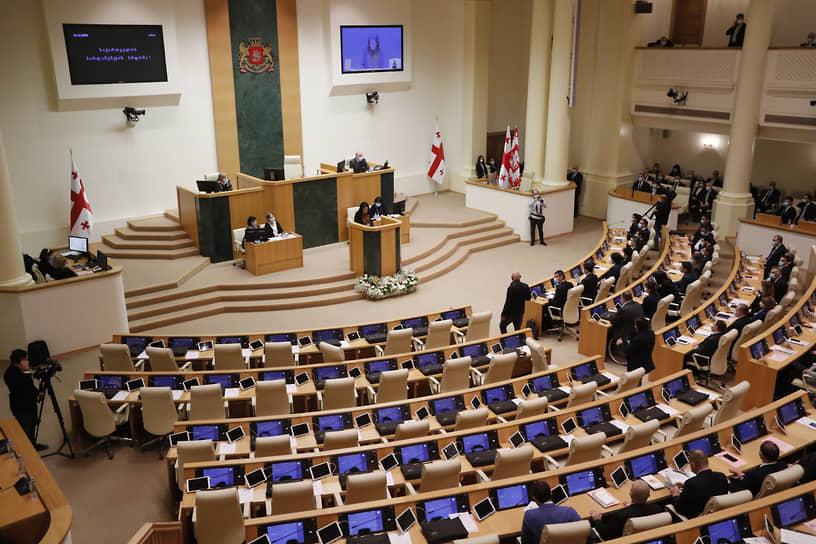 Первая сессия новоизбранного парламента в Тбилиси