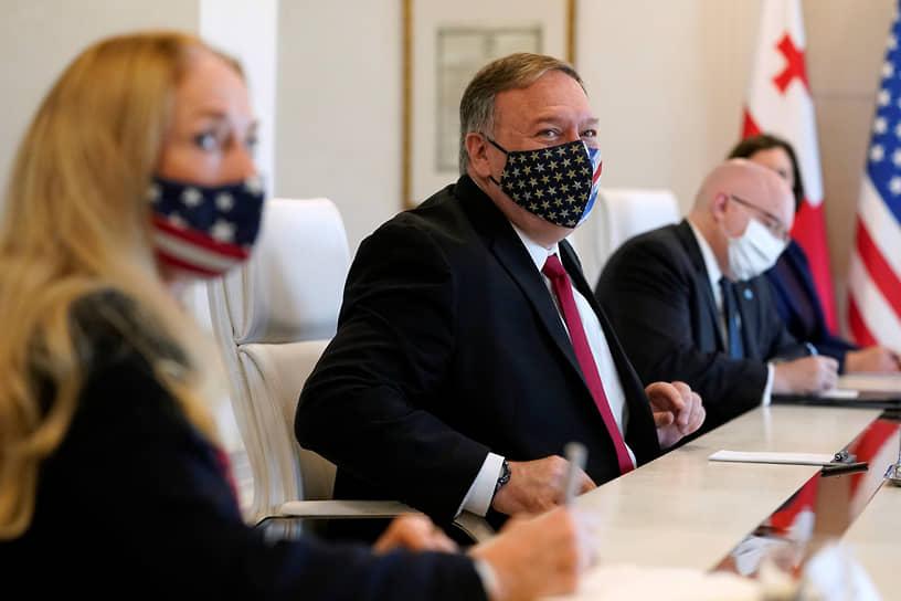 Все началось еще в ноябре, когда за несколько дней до второго тура выборов Тбилиси посетил глава Госдепартамента США Майк Помпео в рамках своего турне по семи странам