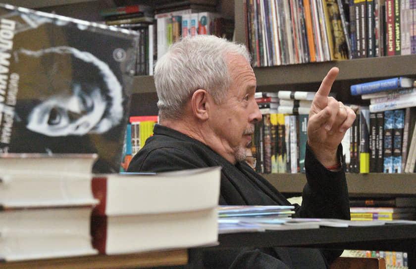 Москва. Музыкант Андрей Макаревич во время прослушивания нового альбома Пола Маккартни